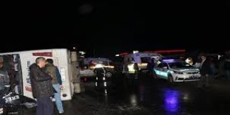 Yolcu Midibüsü Devrildi: 1 Ölü, 22 Yaralı
