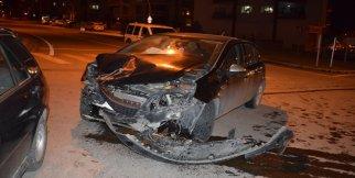 Kavşakta kaza: 2 yaralı