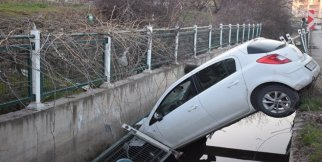 Malatya'da Otomobil Sulama Kanalına Uçtu: 2 Yaralı